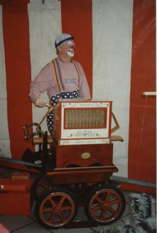 Bluey playing the Trueman Organ